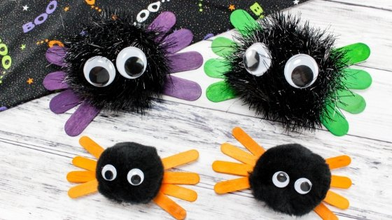 """Kids love to decorate and for holidays so I have put together this """"How To"""" for Halloween Spider Kids Craft for you to do with your munchkins. #halloween #kidscraft #spidercraft #myhomebasedlife 