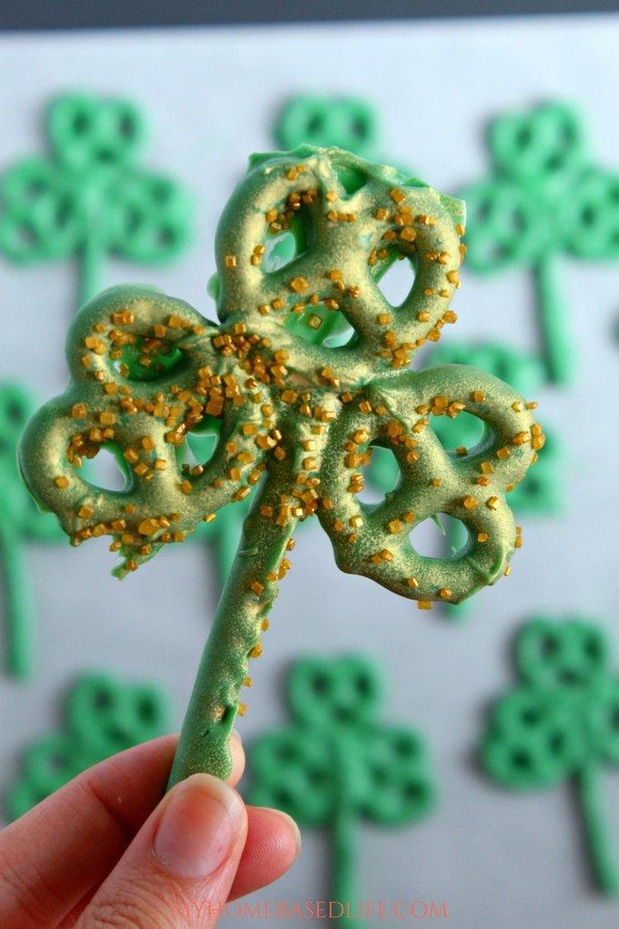 Shamrock Pretzel Treats - A simple and fun snack for the kids this St. Patrick's Day. #recipe #forkids #stpatricksday #shamrock #greenfood #myhomebasedlife | St. Patrick's Day | Snacks for Kids | Easy Snack Ideas | Shamrock Themed Desserts | Dessert recipe | Snack Recipe | Green Food Recipe |