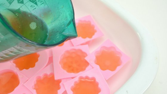 These Honey Lavender Shower Jellies are just what the doctor ordered when it comes to relaxation. They make excellent gifts for any new mom or for yourself. #gifts #relax #momtime #shower #diy #essentialoils #myhomebasedlife | Parenting | Mom Relaxation | Shower Scents | DIY Shower Jellies | Lavender Essential Oils | Essential Oils DIY | Gift Basket Ideas
