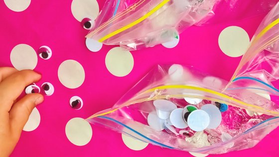 This Googly Eye Sensory Bag Activity is so much fun but even easier to put together. Perfect for little learners and sensory play. #sensorybag #sensoryplay #kidsactivity #preschool #kindergarten #parenting #diy #myhomebasedlife | Kids Activity | Sensory Play Ideas | Sensory Bag Ideas | Preschool Activities | Kindergarten Activities