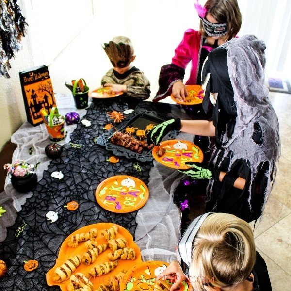 My kids love helping with Halloween party ideas. Here are a few Halloween party ideas for kids that you don't want to miss and 3 spooktacular treats too. #ad @TysonFoods @HillshireFarm @TysonBrand #FeastOnFrightBitesAtWM #halloween #kidsparty #myhomebasedlife | Halloween Appetizers | Halloween Treats | Halloween Party Ideas for Kids | Food Art