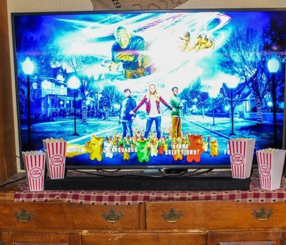 Here is how to plan the ultimate family movie night complete with the best ever kid-perfect snack trays just like the movies! #familymovienight #snacks #myhomebasedlife #moviesnacks | Family Movie Nights | Kids Movie Snacks | Snack Trays for Kids | Movie Snacks at home