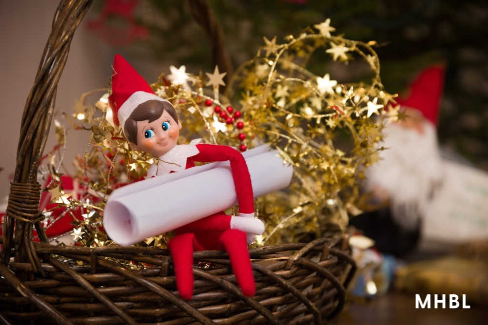 elf on the shelf ideas - elf with a note