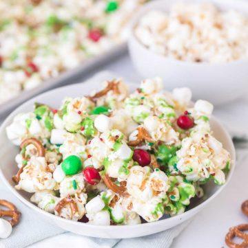 festive and easy Christmas popcorn recipe