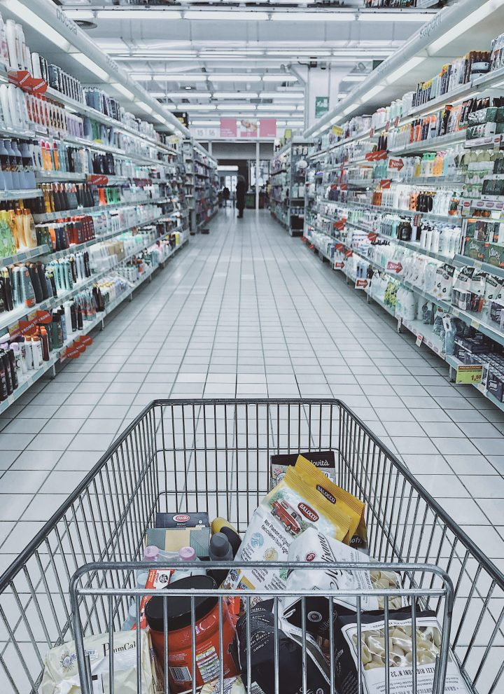 safe grocery shopping at the store