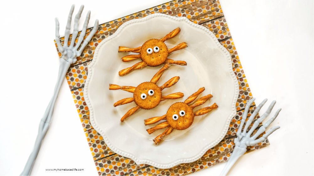 spider crackers easy to make Halloween snack recipe