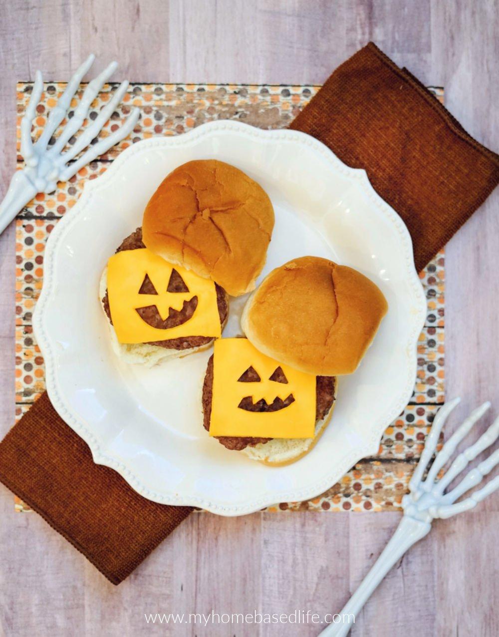 Jack-o-Laterne Cheeseburger Mahlzeit Idee für Halloween