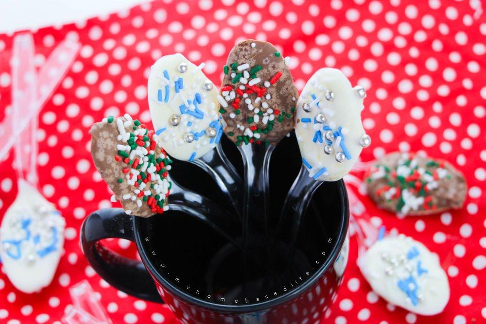 how to make Christmas chocolate spoons